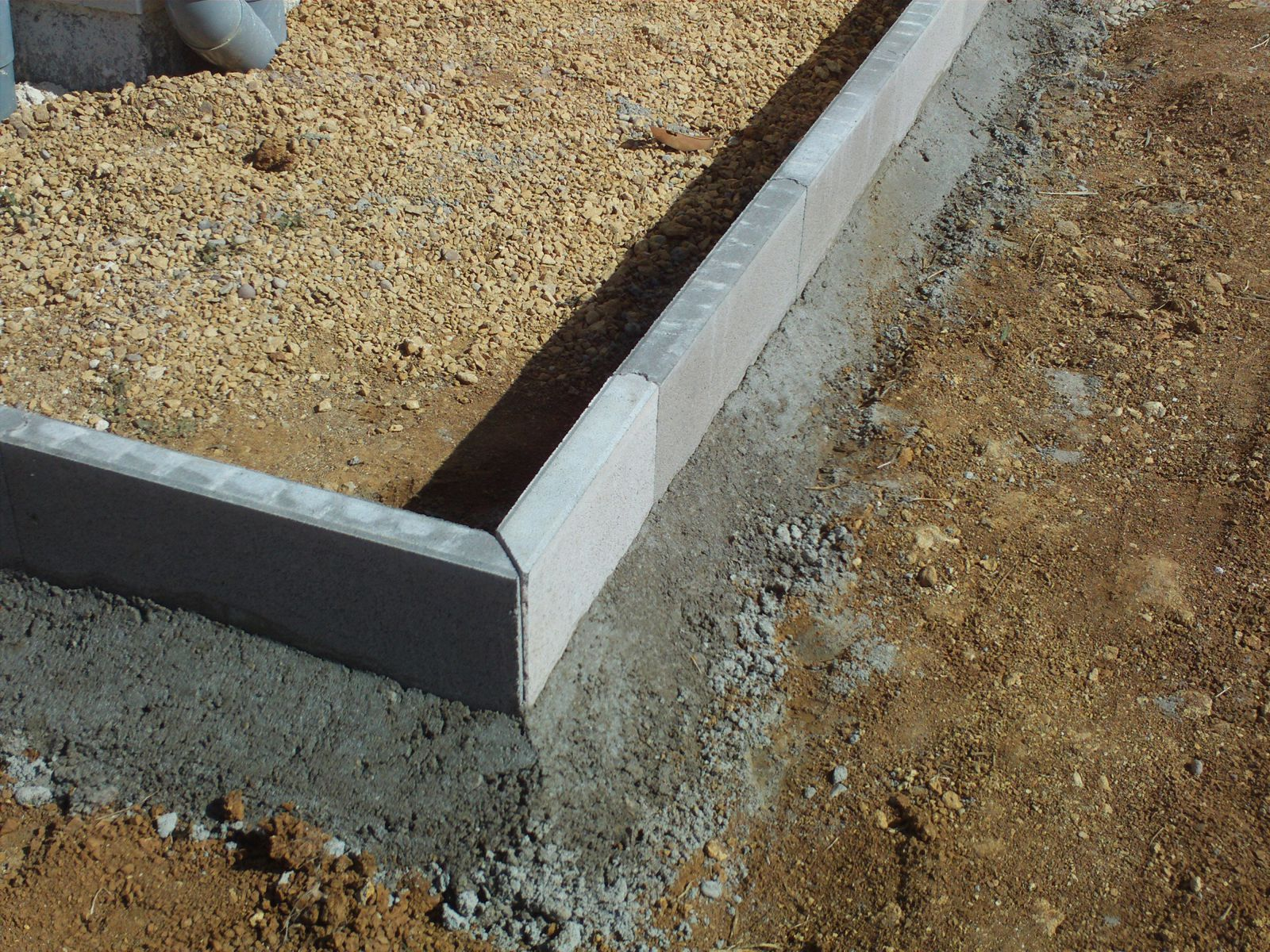Ca ma onne dur construction avec maisons batig re le for Bordure fenetre beton