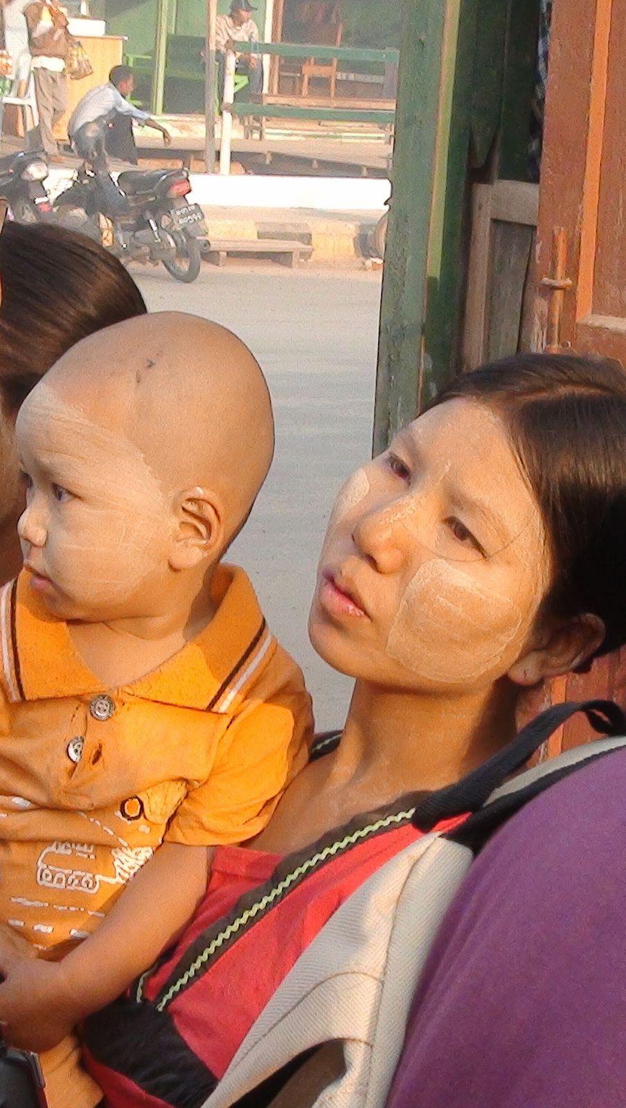 Femmes de Birmanie en 2011