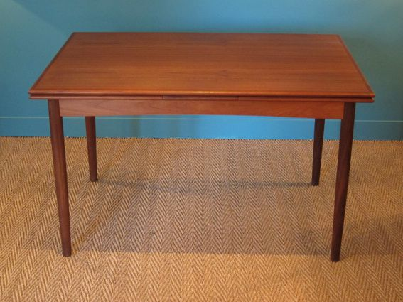 Table scandinave de hovmand olsen coin canal for Table a repasser largeur 52