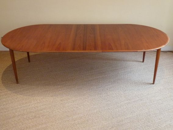 Table scandinave 1960 en teck coin canal for Recherche table ronde avec rallonge