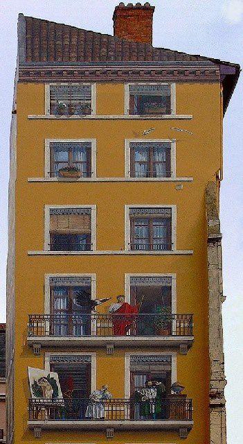 69 - Lyon : Immeuble de personnages