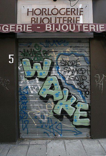 38 - Grenoble : WAKE UP semble dire cette horlogerie