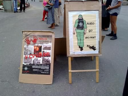 0908-belgrade-affiches-contre-l-OTAN.jpg