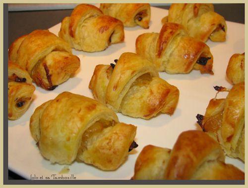 Mini-croissants-feuilletes-au-confit-d-oignon-et-magret-de.JPG