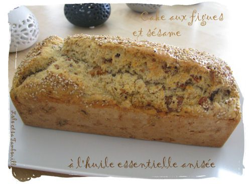 Cake-aux-figues-et-sesame-a-l-huile-essentielle-anisee--.JPG