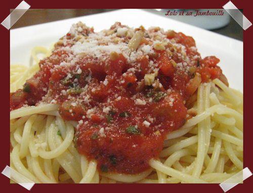 Pates-a-la-sauce-tomate-et-poivrons-grilles-WW--5-.JPG