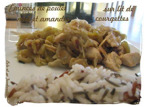 Eminces-de-poulet-miel-et-amandes-sur-lit-de-courgettes--1.JPG