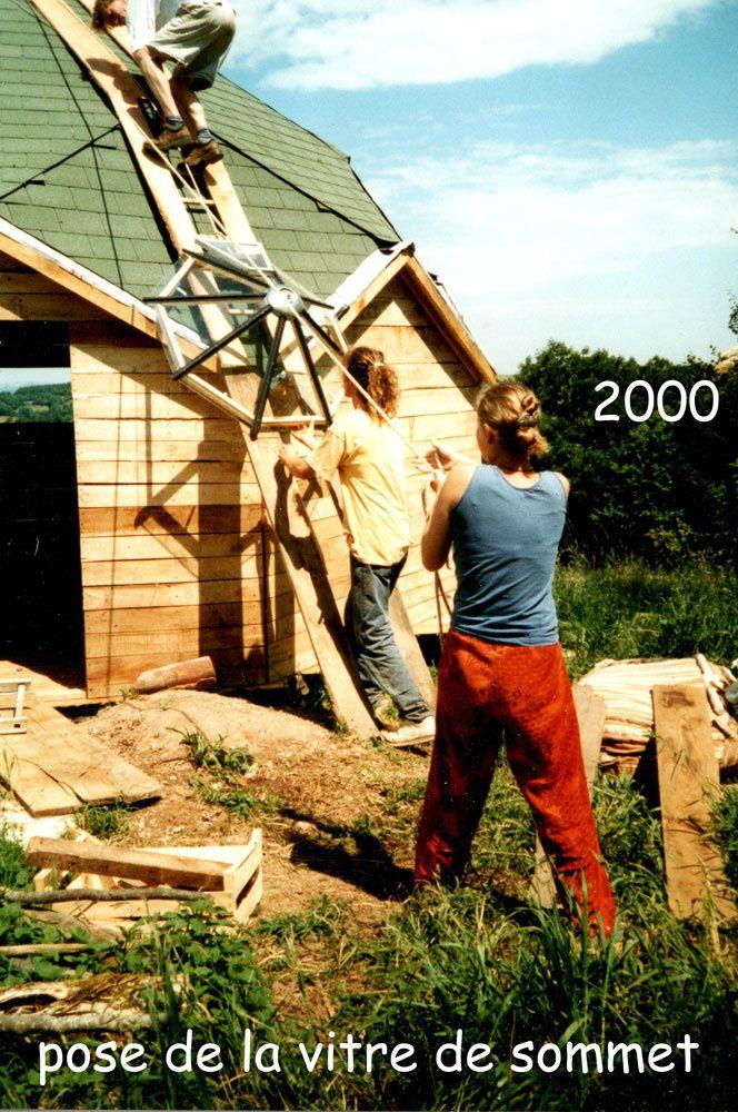 Nous avons acheté le hameau pratiquement en ruines en 1995. Ce fut le coup de foudre ! 20 ans après, nous vous présentons ce que nous en avons fait avec peu de moyens financiers mais beaucoup d'ingéniosité et de bras... Chaque partie porte le nom d'une couleur.