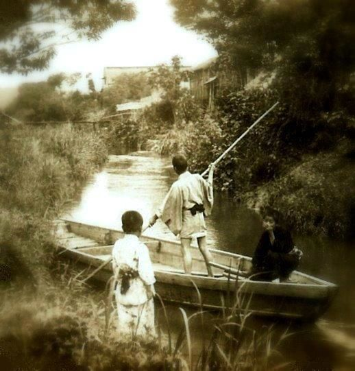 Enami_Japan_-_Kids_on_an_Old_Canal_ab.22985033_std.jpg