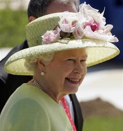 queen-hats-photos-fashion-millinery1.jpg