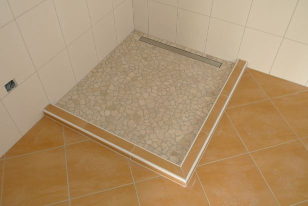 Escaliers carrelage douche construction d 39 une for Carrelage de douche a l italienne