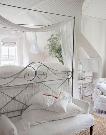 hamptons-bedroom-coverlet-white-0311-oneill15-de.jpg