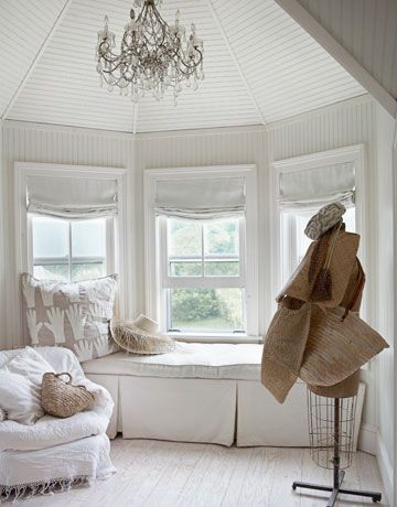 hamptons-bedroom-window-bench-white-0311-oneill16-de.jpg