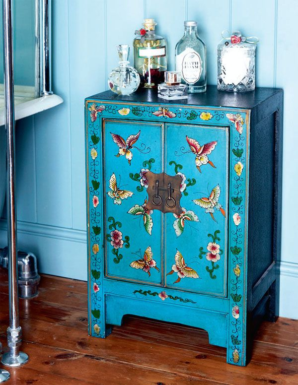 cabinet-with-the-butterflies.jpg