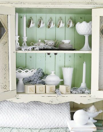 White-Green-Cabinet-Holidays-HTOURS1206-de