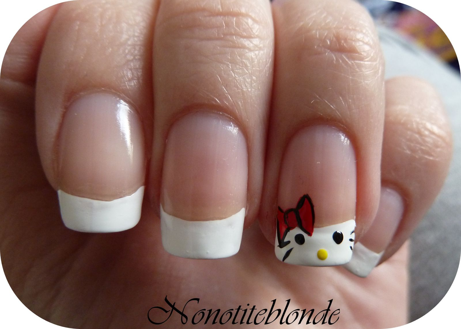 faux ongles hello kitty