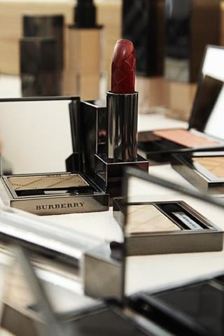 100702-burberry-fait-son-maquillage.aspx79287ImageLarge.jpg