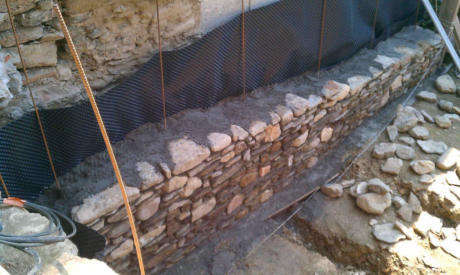 Creation terrasse mur sout nement renovation complete d for Mur de separation terrasse