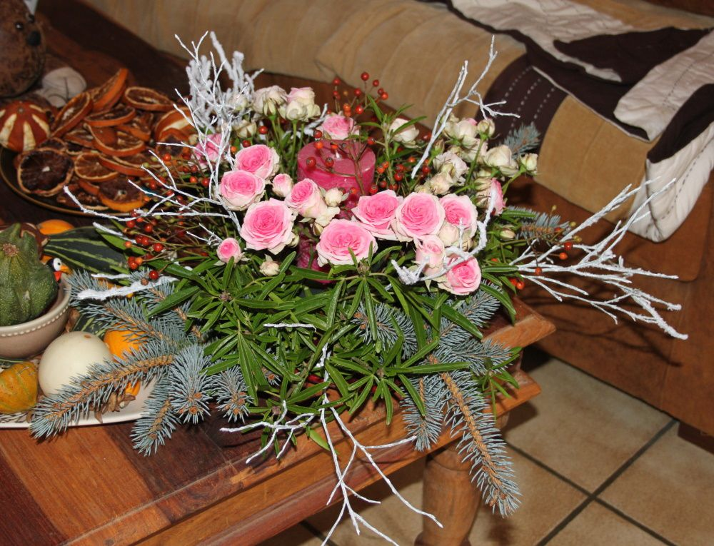 Table centerpiece and decoration of table for the parties for Art floral centre de table noel