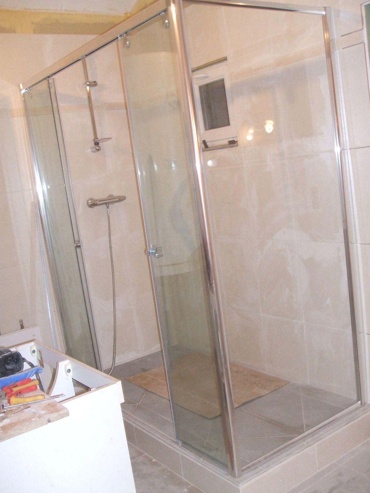 Les travaux de la salle de bain plaisir for Fenetre dans douche