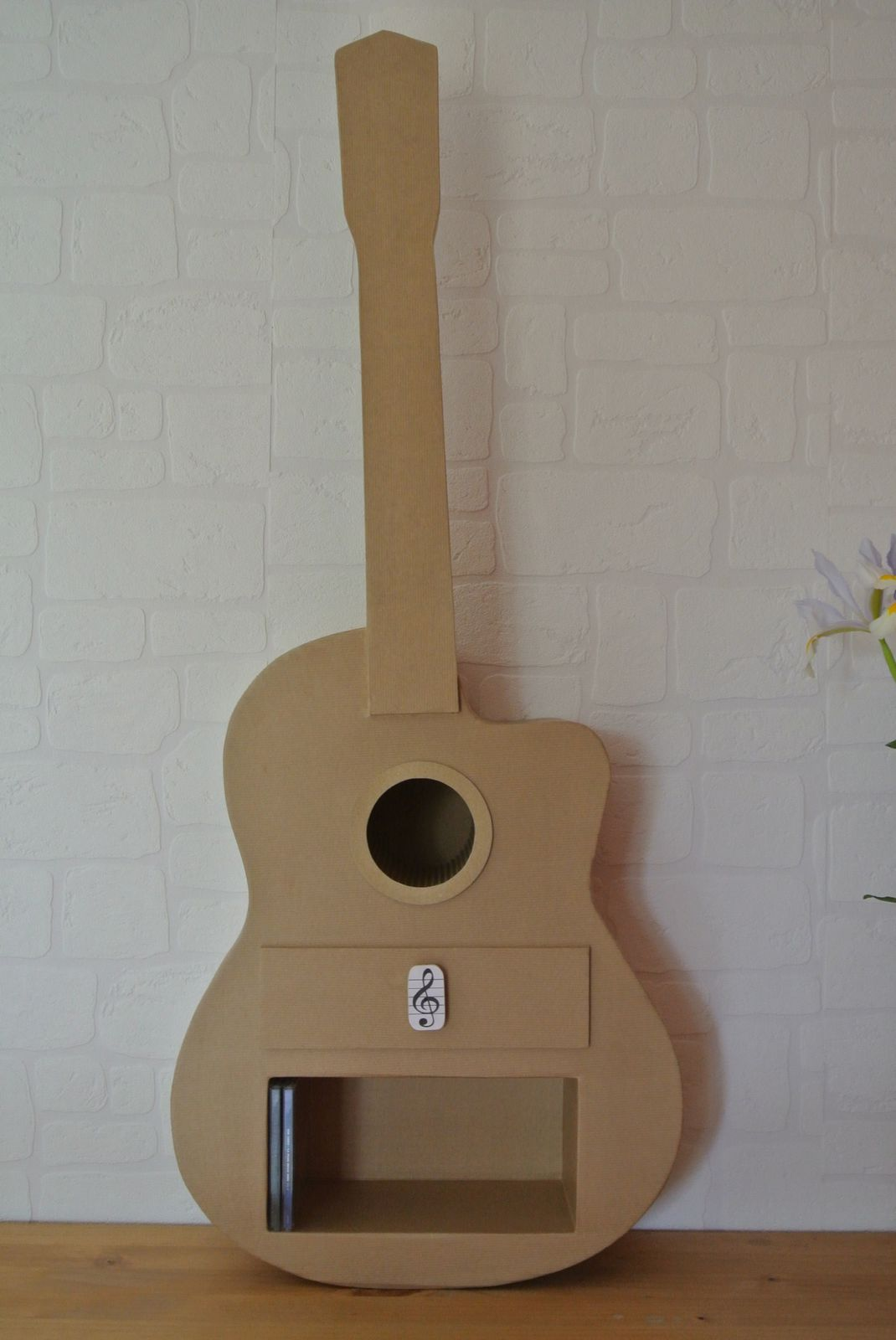 guitare en carton carton magique. Black Bedroom Furniture Sets. Home Design Ideas