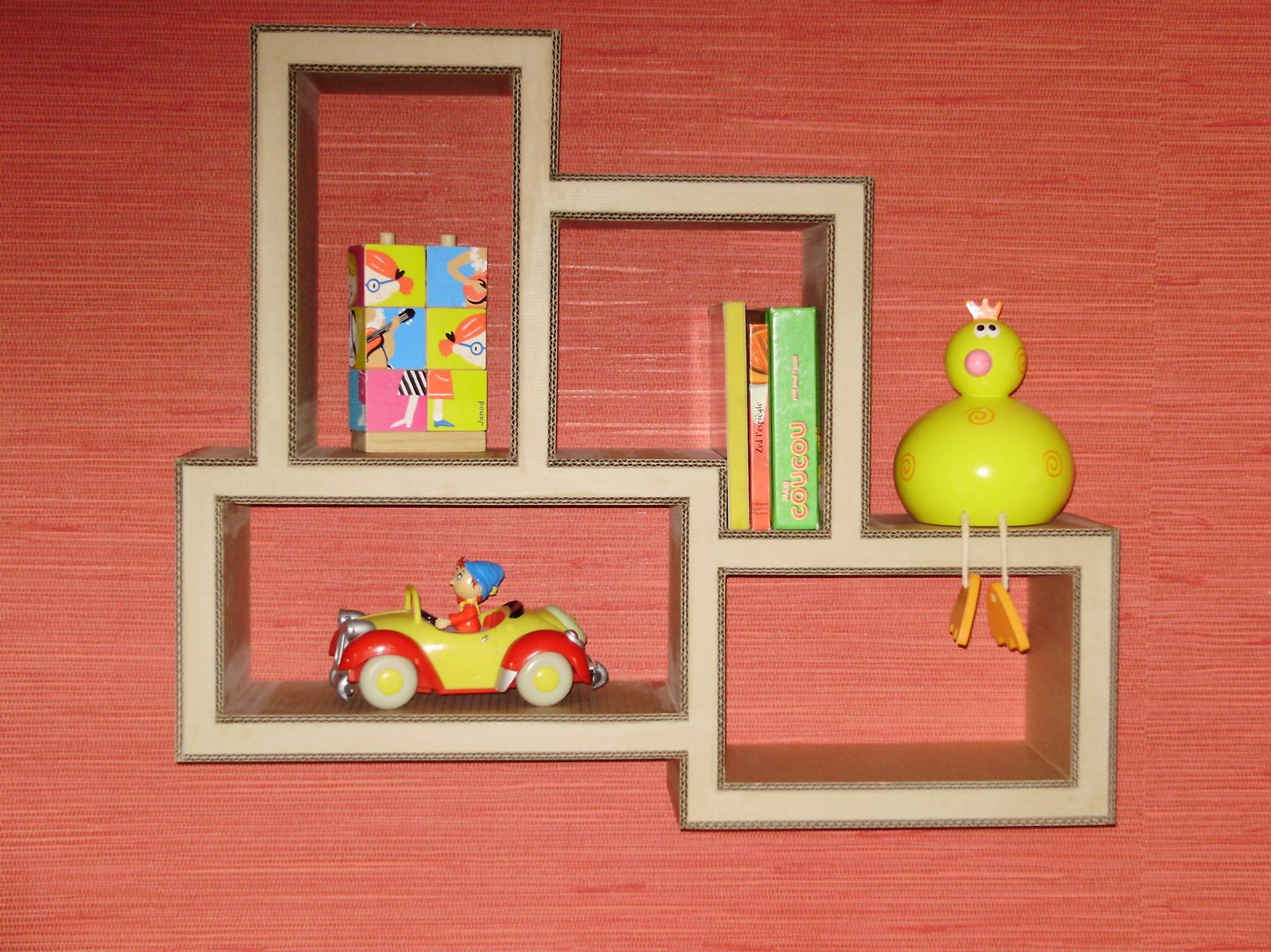 Cuisine des enfants cake ideas and designs for Etagere murale pour dvd