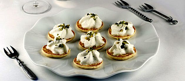 papillon-blinis-mousse-roquefort-pistaches
