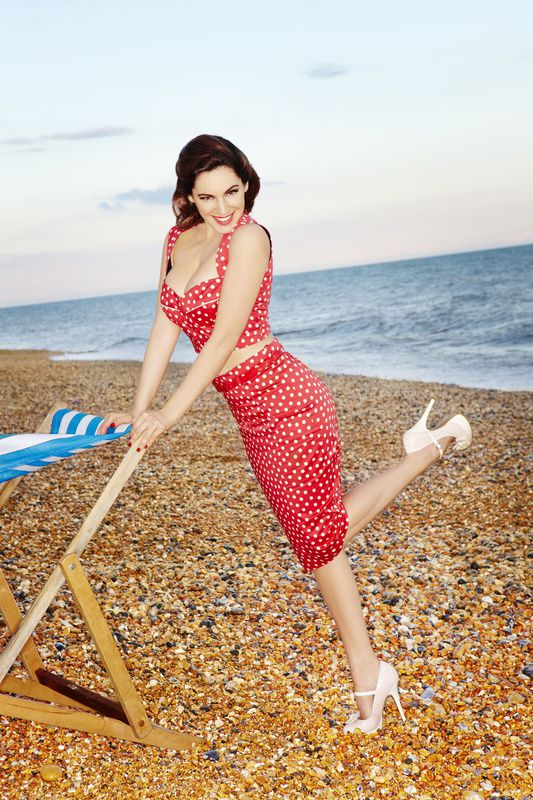 Kelly-Brook---SS12-Clothing-and-Accessories-Coll-copie-7.jpg