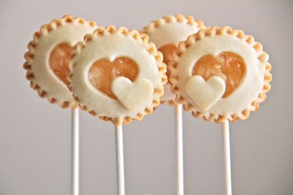 summer-wedding-desserts-pie-pops.jpg