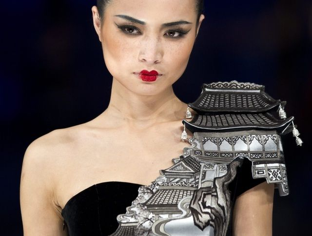creation-for-the-Ne-Tiger-2012-Haute-Couture-collection-wit.JPG