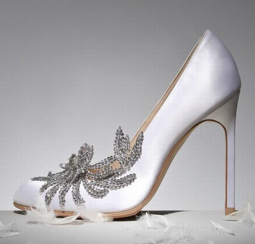 Bellas,swan,wedding,shoe,by,Manolo,Blahnik