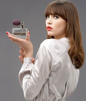 women-using-sexy-perfumes-and-fragrances.jpg