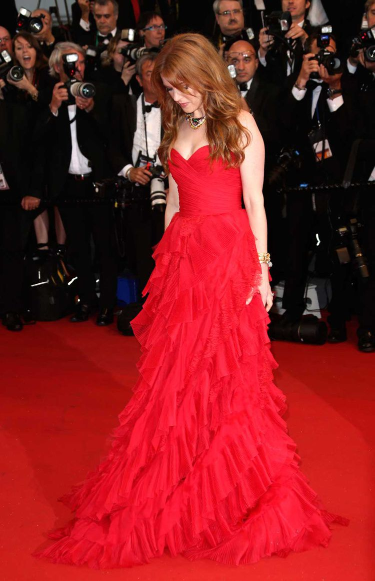 cannes-isla-fischer-look-robe-rouge-2.jpg