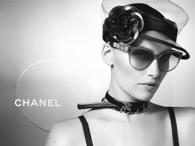 Laetitia-Casta-x-Chanel-ete-2013-lunettes--2-.jpg