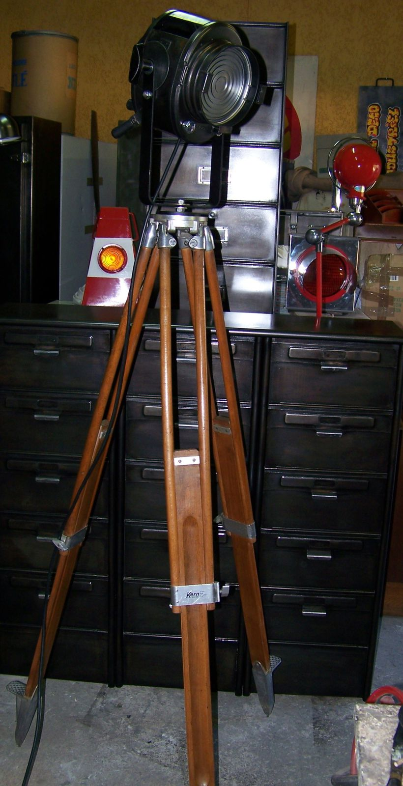 Projecteurs cinema le blog de l 39 atelier deco for Projecteur deco