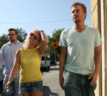 73500_jason-trawick-and-britney-spears-picture_421x379.jpg