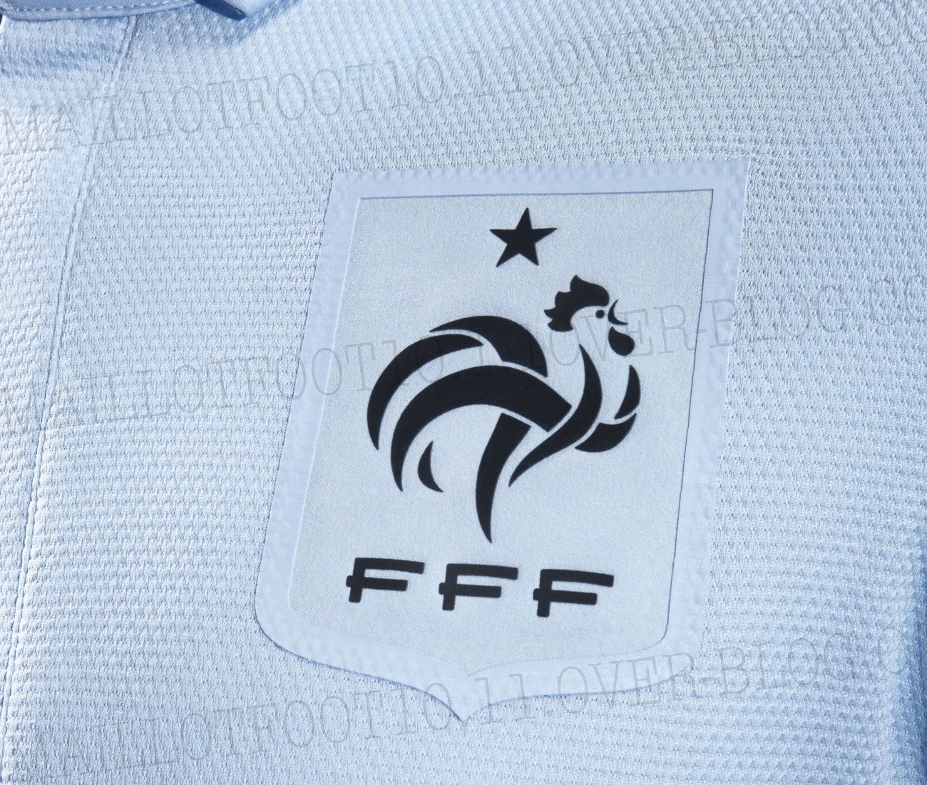 Nouveau maillot equipe de france les photos officielles for Maillot equipe de france exterieur 2013