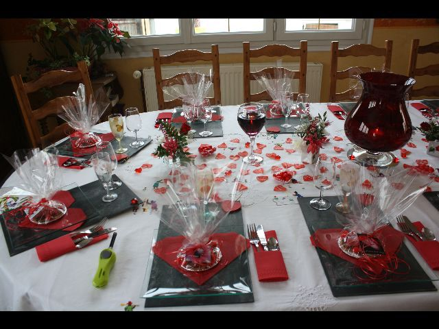 Decoration table st valentin maison design for Deco saint valentin