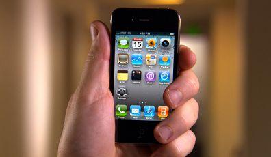 iphone4-holding-20100715.jpg