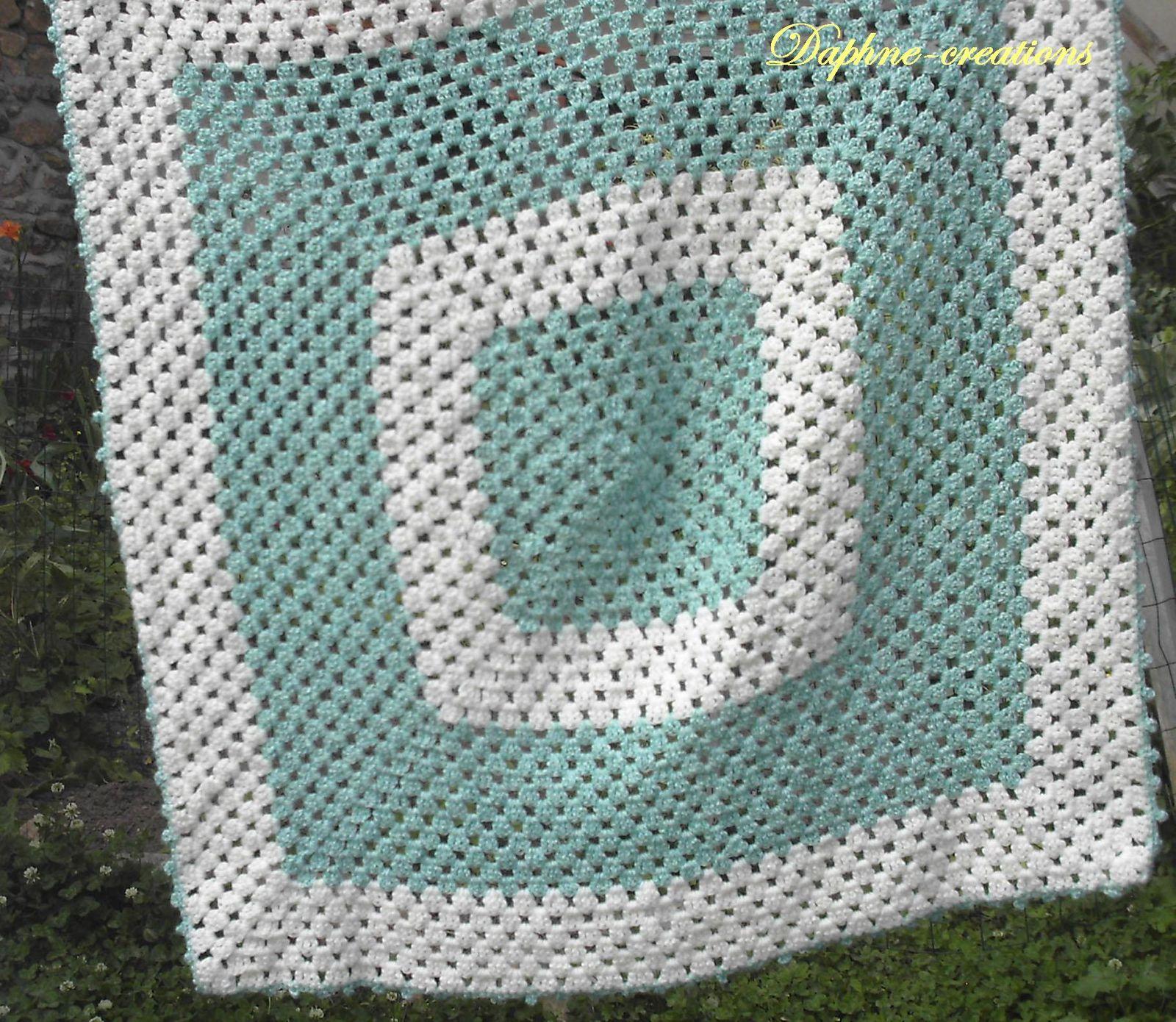crochet couverture b b au jardin de daphn. Black Bedroom Furniture Sets. Home Design Ideas
