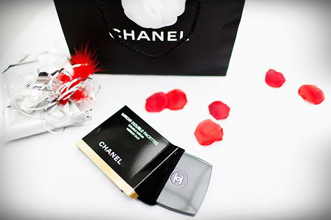 chanel, gift,mirror,compact,make up,love,gossip,style