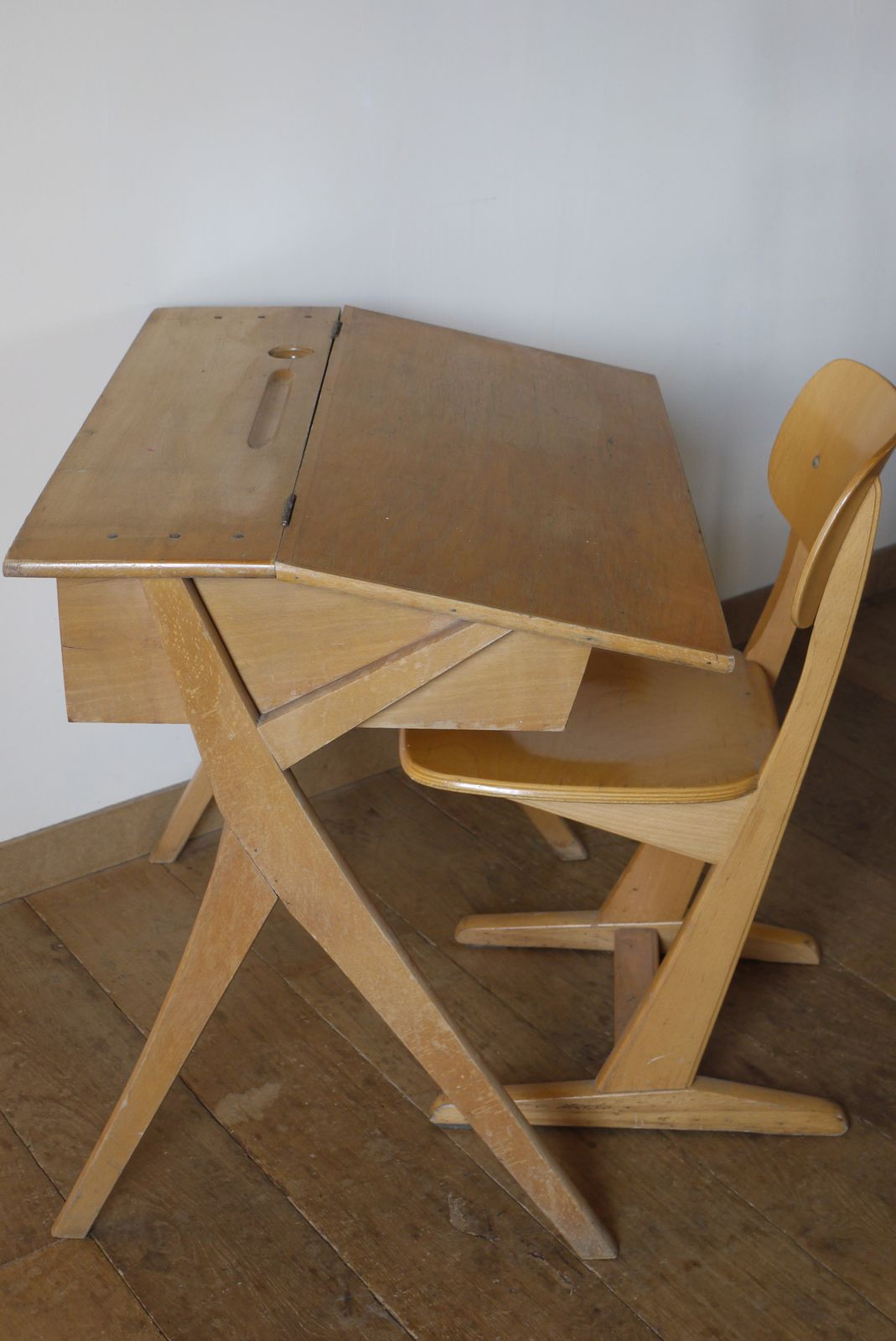 Ancien Bureau Et Sa Chaise Années 60 Le Blog De Mouaa