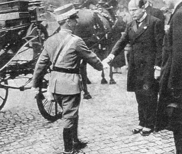 Vittorio_Emanuele_III_incontra_Mussolini.jpg