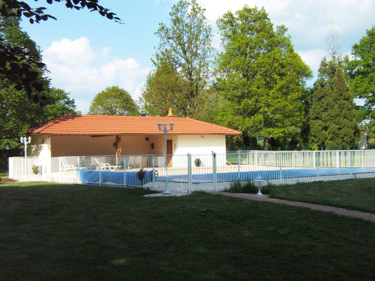 Piscine avec pool house description luxury real estate - Piscine pool house des idees ...