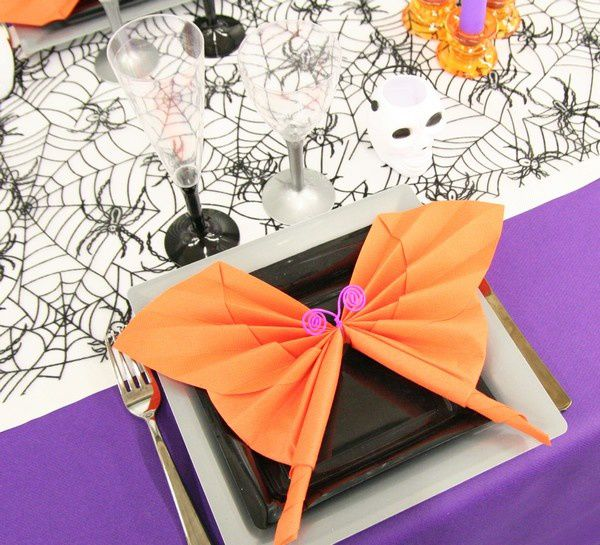 D coration de table halloween violet et orange d corations f tes - Pliage serviette halloween ...