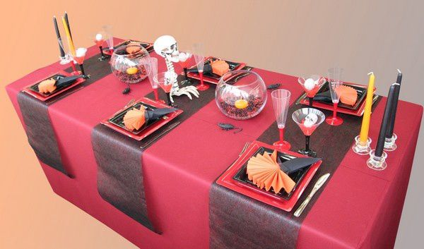 d coration de table halloween rouge et noir d corations f tes. Black Bedroom Furniture Sets. Home Design Ideas