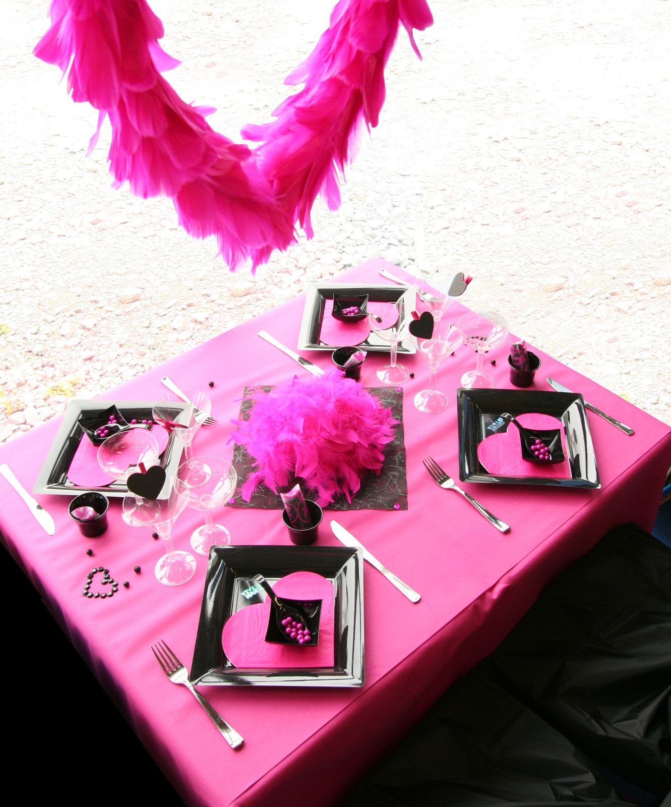 D coration de table fuchsia et noir d corations f tes for Deco table rose et noir