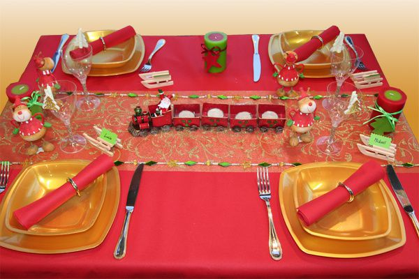 D coration de table no l rouge et or table d 39 enfants - Decoration de la table de noel ...