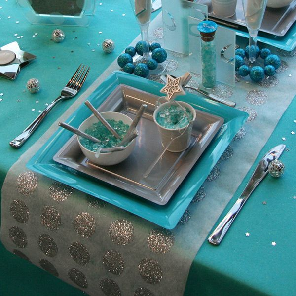 D coration de table no l turquoise gris blanc for Deco table noel bleu et blanc