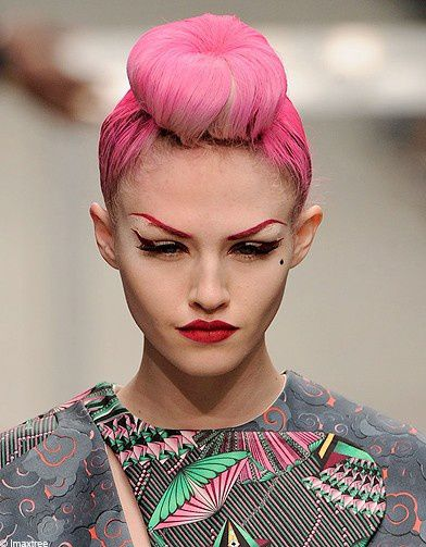 Beaute-coiffure-tendance-look-defiles-Manish-Arora referenc